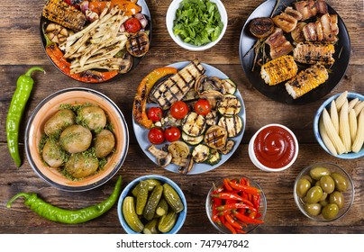 Various vegan dishes and snacks. Grilled vegetables. Barbecue, picnic. Concept: vegetarianism, eating outdoors