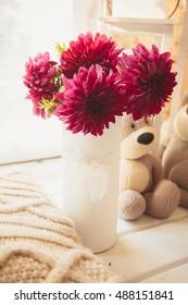 Vase of flowers/aster