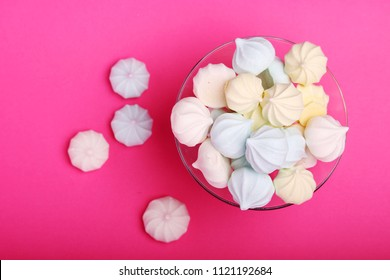 A vase full of merengues cakes