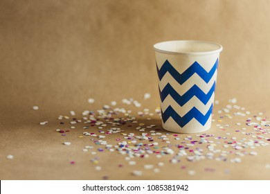 Vaso de carton para fiesta con confeti
