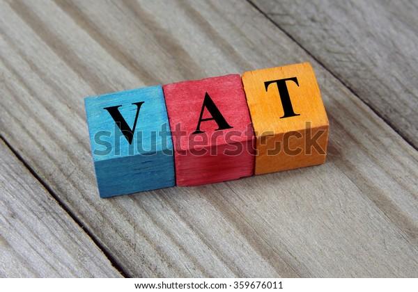 Testo IVA (imposta sul valore aggiunto) su cubi colorati in legno