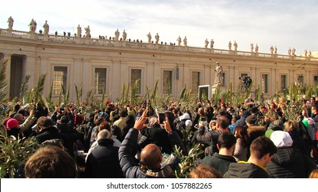 Vatican- 03.25.2018: People salute the pope Francesco on Palm's Sunday