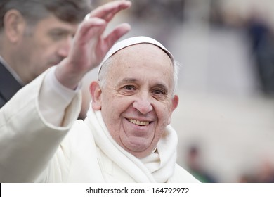 VATICAN CITY, VATICAN - NOVEMBER 27 :  Pope Francis greets the pilgrims during his weekly general audience in St Peter's square at the Vatican on November 27, 2013