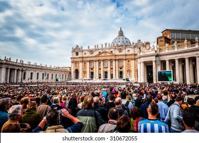 VATICAN CITY, VATICAN - OCTOBER 29: Pope Francis holds a General Audience on st. Peter's square filled with many pilgrims in Rome, Italy on October 29, 2014.