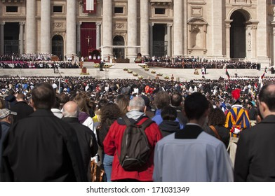 Vatican City, Rome, Italy - March 19, 2013: Pilgrims listen to the hearing of Pope Francesco in St. Peter's Square.