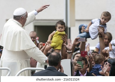 VATICAN CITY, VATICAN - SEPTEMBER 10:  Pope Francis greets the pilgrims during his weekly general audience in St Peter's square at the Vatican on September 10, 2014.