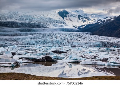 Vatnajokull, Iceland's largest glacier on the island. Glacier provides water Ice Lagoon Jokulsarlon. The concept of extreme northern tourism