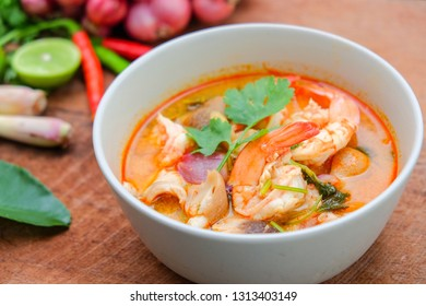 Tom​ Yum​ Kung​ And Vegetable Background