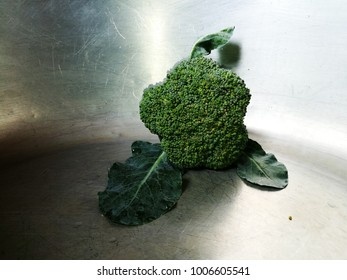 Vegetable Broccoli  are placed in the pot.