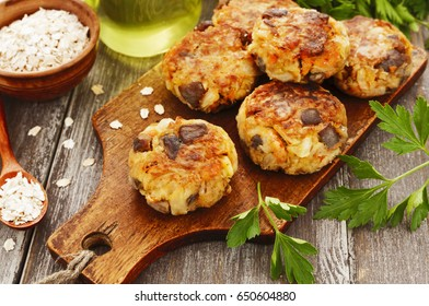 Vegetable cutlets with mushrooms and oat flakes