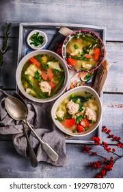 soupe de légumes avec boulettes de viande et boulettes.style rustique.mise au point sélective