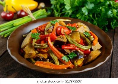 Vegetable stew (salad): bell pepper, eggplant, asparagus beans, garlic, carrot, leek. Bright spicy aromatic dishes. Menu of Italian cuisine.