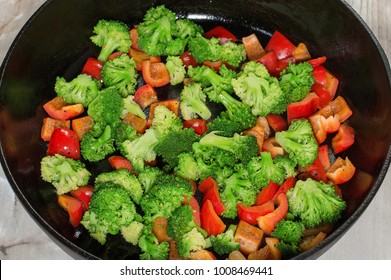vegetables stewed, in a frying pan, vegetarian cuisine
