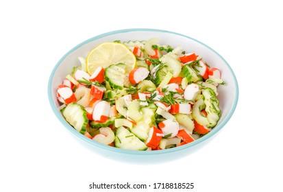 Vegetarische Vorspeise von Gurken, Sellerie und Surimi. Studioaufnahme