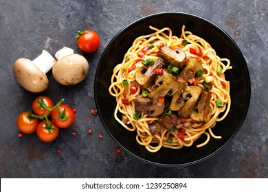 Vegetarian spaghetti bolognese with mushrooms and pepper