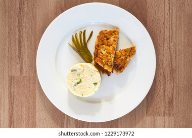 Vegeterian burher with smashed potatoes and pickles