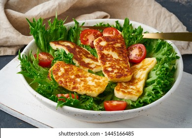 vegeterian salad with fried halloumi and tomatoes, closeup, keto ketogenic diet