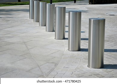 Vehicle access barrier.Perimeter access control for vehicles