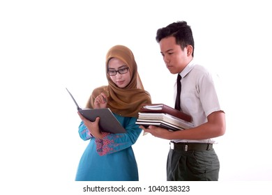 veiled female teachers teach something to male students