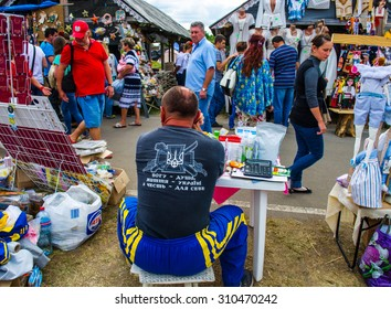 VELIKI SOROCHINTSI,  UKRAINE - 21 AUGUST, 2015: National Sorochintsy Fair-national scale, industrial and agricultural exhibition. People returning from shopping.