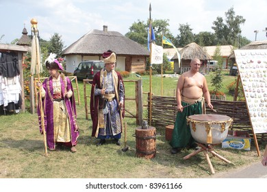 VELYKI SOROCHINTSY, UKRAINE - AUGUST 16: Participants of National Sorochyntsi Fair is a large traditional Ukrainian fair, August 16, 2011 in the village of Velyki Sorochyntsi of Poltava state, Ukraine