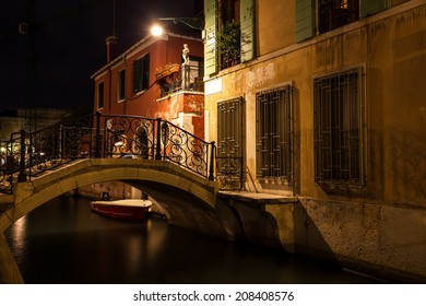 venice alley at night