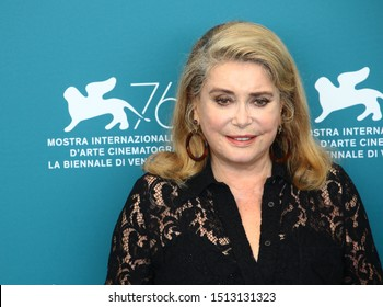 """VENICE, ITALY - AUGUST 28: Catherine Deneuve attends """"La Vérité"""" (The Truth) photocall during the 76th Venice Film Festival at Sala Grande on August 28, 2019 in Venice, Italy."""