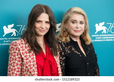 """VENICE, ITALY - AUGUST 28: Juliette Binoche and Catherine Deneuve attend the photo-call for the movie """"La Vérité"""" during the 76th Venice Film Festival on August 28, 2019 in Venice, Italy"""