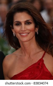 VENICE, ITALY - AUGUST 31: Cindy Crawford  attends 'The Ides Of March' premiere during the 68th Venice Film Festival at Palazzo del Cinema on August 31, 2011 in Venice, Italy.