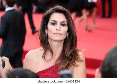 VENICE, ITALY - AUGUST 31: Cindy Crawford during the ' Ides of March ' red carpet at the Palazzo Del Cinema during the 68th Venice Film Festival on August 31, 2011 in Venice, Italy.