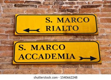 Venice, Italy: Fingerpost to the attractions St Mark's Square (San Marco), Rialto Bridge (Ponte di Rialto) and Accademia bridge (Ponte dell'Accademia)