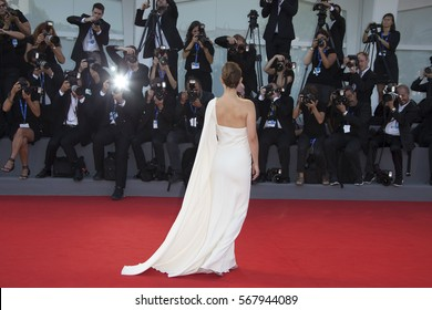 VENICE, ITALY - SEPTEMBER 08: Actress Natalie Portman attends the premiere of 'Planetarium' during the 73rd Venice Film Festival at Sala Grande on September 8, 2016 in Venice, Italy.
