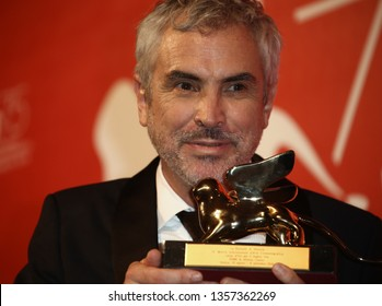 VENICE, ITALY - SEPTEMBER 08: Alfonso Cuaron poses with Golden Lion for the best movie fo 'Roma' at the Winners Photocall during the 75th Venice Film Festival on September 8, 2018 in Venice, Italy