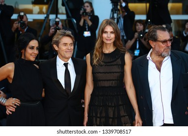 VENICE, ITALY - SEPTEMBER 08: Giada Colagrande, Willem Dafoe, Louise Kugelberg and Julian Schnabel walk the red carpet of the Award Ceremony during the 75th Venice Film Festival on September 8, 2018