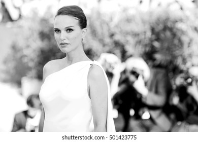 VENICE, ITALY - SEPTEMBER 08: Natalie Portman attends the premiere of 'Planetarium' during the 73rd Venice Film Festival on September 8, 2016 in Venice, Italy.