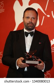 VENICE, ITALY - SEPTEMBER 08:  Yorgos Lanthimos poses with the Silver Lion - Grand Jury Prize for 'The Favourite' at the Winners Photocall during the 75th Venice Film Festival on September 8, 2018