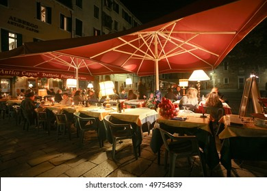 VENICE - OCTOBER 27: Al fresco dining by night at a traditional pizzeria on October 27, 2009 in Venice. Tourism here is the main source of revenue for businesses.