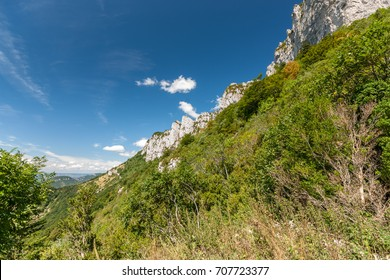 The Vercors is located between Grenoble and Die and forms the foot of the Alps from the Rhone valley to the west. Typical are the lime rocks that tower high above the environment.