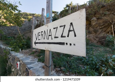 Vernazza, Italy - OCTOBER 23, 2018: Arrow sign pointing to Vernazza village in the walking path from Monterosso al Mare to Vernazza