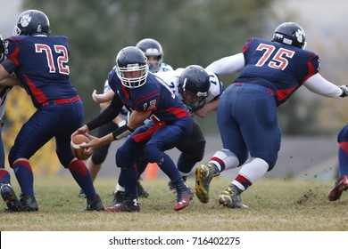 VERNON, BRITISH COLUMBIA/CANADA - OCT. 9: Vernon Secondary quarterback Justin Haverkamp prepares to pitch the ball in a game against Kamloops Westsyde played on Oct. 9, 2015 in Vernon, BC