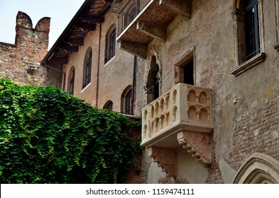 VERONA - 16 AUGUST, 2018: People visit  the Juliet's house in the centre of city on 16 August, 2018 in Verona
