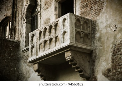 Verona - Italy, the Famous Balcony of the TRUE LOVER, Romeo and Juliet, Perfect gift for Valentine's Day