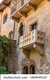 """VERONA, ITALY - SEPTEMBER 2018: Juiet's balcony on the House of Juliet or """"La Casa di Giulietta"""", a major tourist attraction in Verona. The building was the home of the Cappello family"""