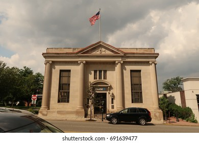 VERONA, NEW JERSEY - AUGUST 3, 2017: Chase Bank at 566 Bloomfield Ave in Verona. Editorial use only.