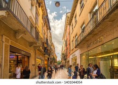 VERONA (VR), ITALY - MAY 10, 2019: tourists walking in Mazzini Street, shopping street of the historical center of Verona, city of lovers