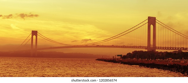 Verrazzano-Narrows Bridge double-decked suspension bridge that connects the New York City boroughs of Staten Island and Brooklyn, USA