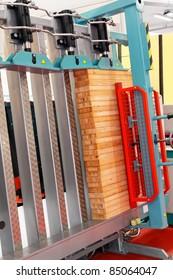 Vertical cramp machine for wood in workshop