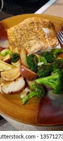 vertical food plate salmon potatoes broccoli