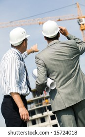 Vertical image of foremen interacting together at meeting