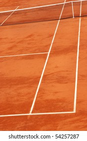 Vertical image of a tennis court in clay.